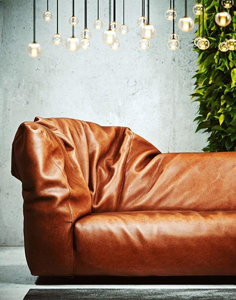 wizualizacja brązowej kanapy