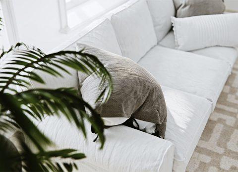 wizualizacja salonu z sofą